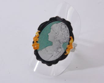 Black and green cameo ring, woman bust