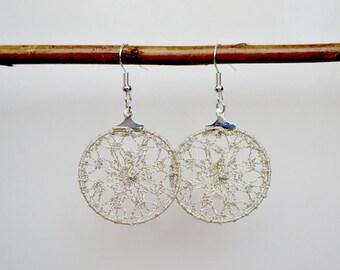 Creole earrings in silver lace