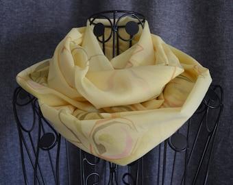 snood crepe silk printed yellow straw.
