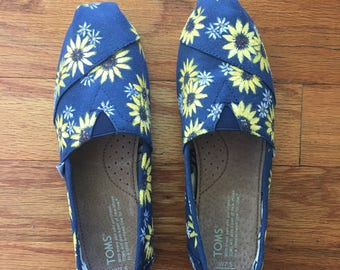 Hand-painted TOMS shoes (Sunflowers)