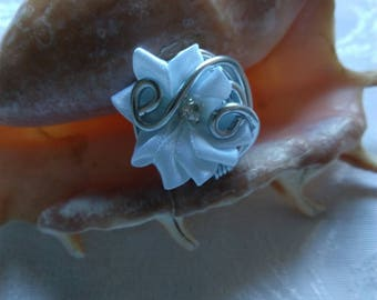 white flower ring and aluminum wire