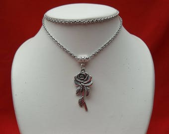Silver chain necklace flower pendant