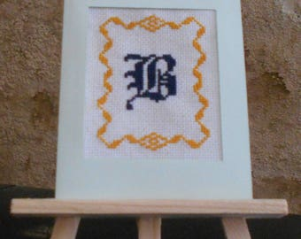 Card embroidered on canvas with an initial in a yellow gold setting