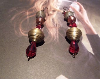 Earrings with pearls of gold paper and Crystal drops bordeaux