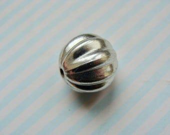 1 round ridged silver metal 16mm beads