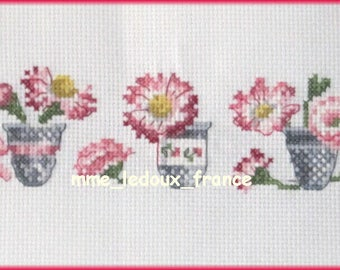"""Embroidery embroidered cross-stitch on Aida white 5 """"The Daisies"""" - v pattern."""