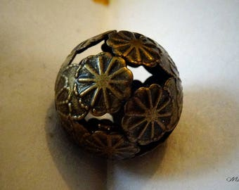 Large filigree flower patterned bead