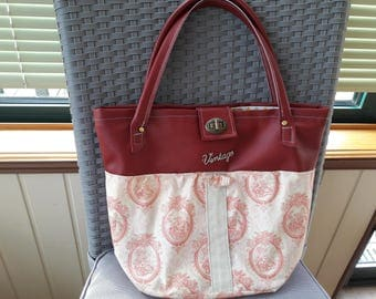 Nice vintage handbag.