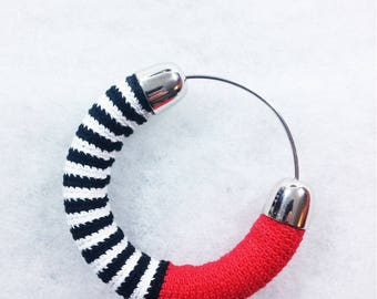 Bangle in Lisle's crochet worked ++ Glimlag Stripes Bangle red ++