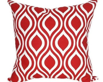Red and white pattern cushion Nicole