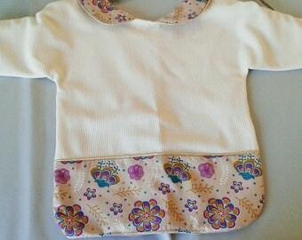 Printed fabric sleeve taupe and purple bib