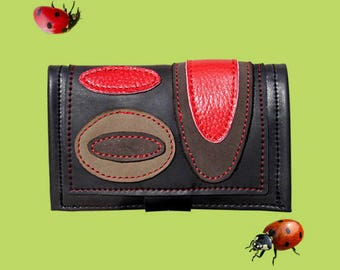 Ethnic tobacco pouch in inner tube recycled and red, beige and brown leather.