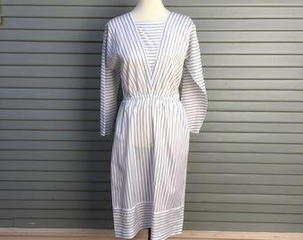 Vintage dress // unique neckline