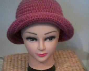 Dark pink cloche Hat crocheted in chunky wool