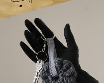 Keychain in thick wool and cloth made in the