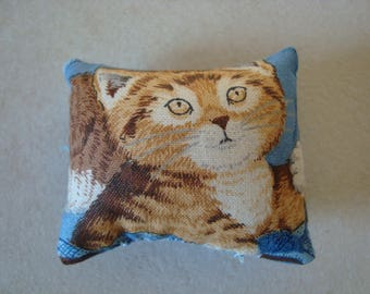 Little cushion for decoration or spade hands - cat