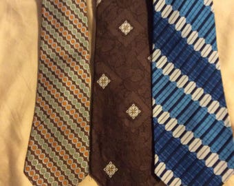 Lot of (3) Three Vintage  men's Neckties.