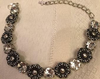 Bracelet with Swarovski ceystal stones with flower elements