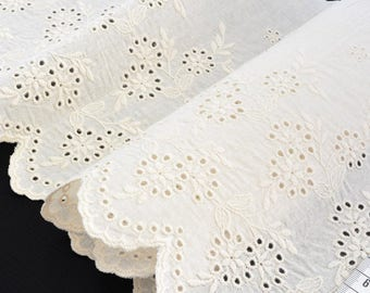 Eyelet cotton natural scalloped ivory width 24cm x 1 m