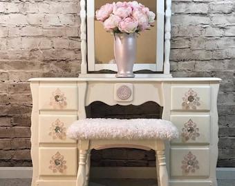 Solid Maple White/Pink Vanity Set