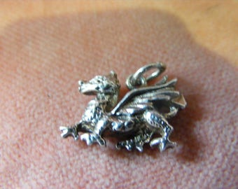 B) Vintage Sterling Silver Charm Welsh Dragon