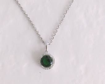 Emerald green Necklace. Necklace with silver and Swarovski pendant. Minimal necklace. Necklace with jewel charm. Wedding.