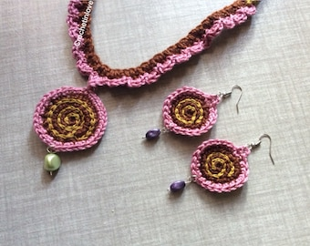 Necklaces and earrings worked in crochet, handmade. Spiral, crochet, handmade