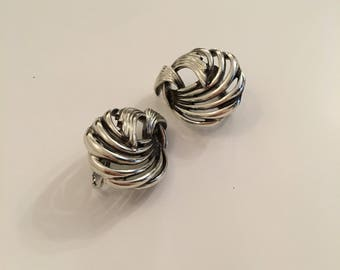 Stylish Jewelcraft vintage silver tone knot design clip-on earrings.