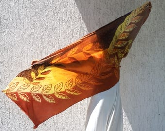 Batik scarf on silk with natural dyes: LAURUS NOBILIS