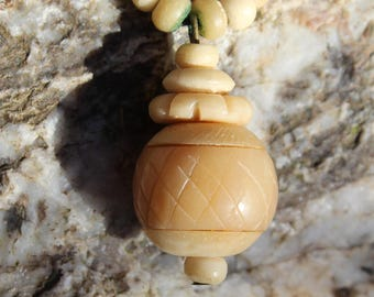 Vintage 1970's bone necklace with pendant
