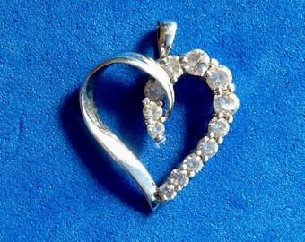 Vintage! 14k white gold pendant. Heart w/ 12 graduated clear stones