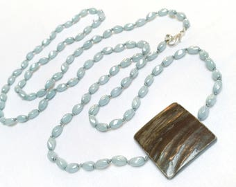 Resin and mother of pearl necklace - CHARLESTON