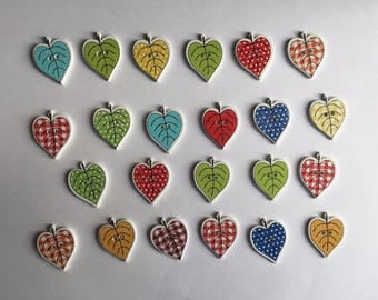 25 x Wooden Heart Leaves Buttons ~ Cardmaking Scrapbooking Embellishment Animals
