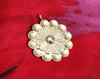 The Flower Pendent