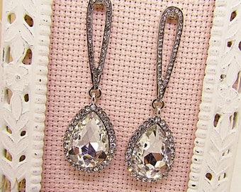 Teardrop Earrings, White Crystal Earrings, Wedding Earrings, Bride Earrings, Bridesmaid Gift, Bridesmaid Earrings, Bridal Jewelry