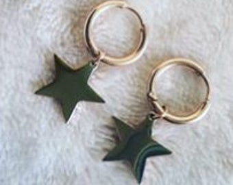 Earrings with gold-colored stars
