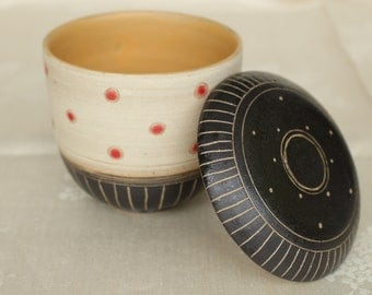 """Ceramic tin or bowl with lid-""""point dream"""""""