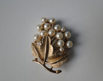 1960's Vintage Crown TRIFARI Gold Tone Faux Pearl Textured Leaf Flower Brooch Pin
