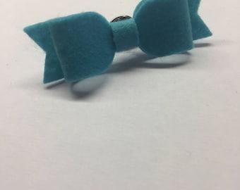 Men's lapel pin bow blue
