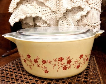 Pyrex Trailing Flowers Casserole with Lid