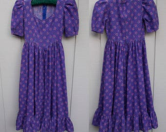 Vintage 70s Purple Cotton Calico Prairie Dress / Hollie Hobbie pinafore floral frock / Girl's size 10