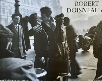 """Bisou VINTAGE KISS - Robert Doisneau Kiss at Hotel in Paris - """"Baiser De L'Hotel De Ville Paris 1950 - Photograph 24x36 Vintage 1980 poster!"""