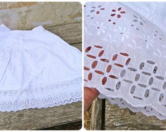 Vintage 1950/1960s white eyelet petticoat size XS