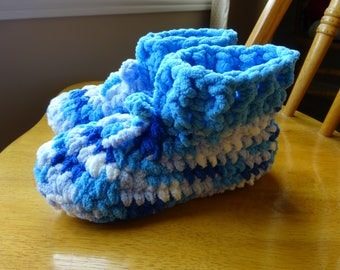 Crochet, Accessory, Slippers, Blue variegated, bulky blanket yarn, ladies, size small, shoe 5/6