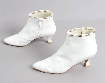 size 8.5 VICTORIAN cream white leather 80s 90s GOLD witchy goth zip ankle boots