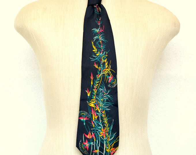 Vintage 1970's Exquisite Country Silk Tie, Hand Made in Paris.  Incredible Rare Print Necktie.