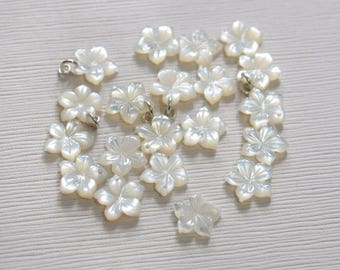 Mother of Pearl carved flower charms - T1 - P11