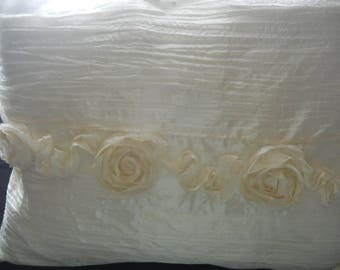 Pillow cover, polyester with 4 flowers, off white, 4-5 available.