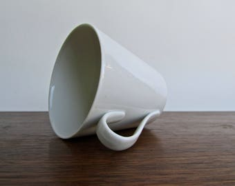 Alex Bruel Vintage-Modern Design for Lyngby Porcellaen Danmark, Gorgeous Fine White-Porcelain Cup, MCM Porcelain Made in Denmark