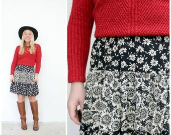 """1990s Sunflower Skirt /// Size Extra Small to Small  /// Waist 25"""" to 27"""""""